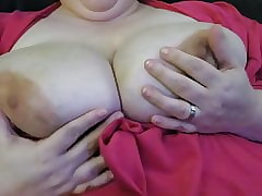 She Cums Overcharging The brush Nipples