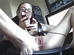 Preciosa pelirroja sissy intercalate to pussy shaved